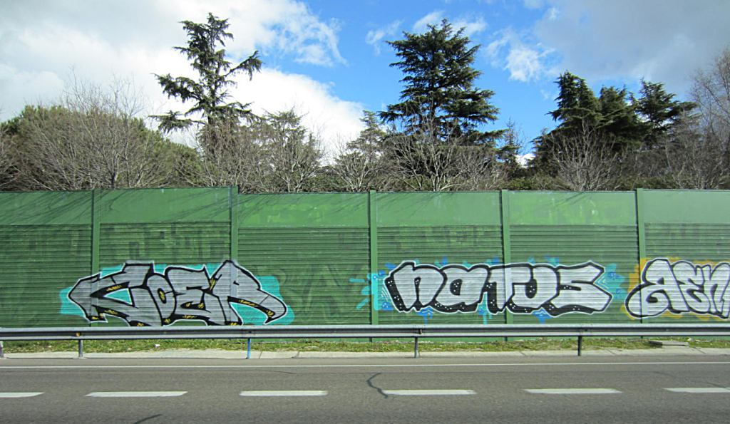 photo by @redesycalles of graffiti in M30
