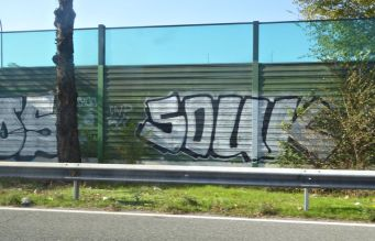 photo by @redesycalles of graffiti along the M14 highway in Madrid